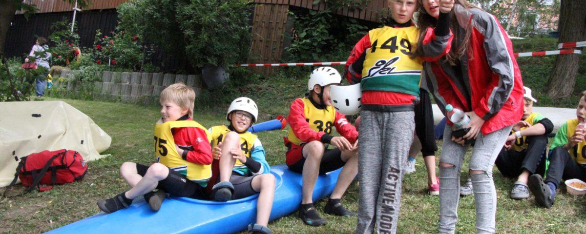 LKC-Riege bei der Vorbereitung zum Slalomparcours